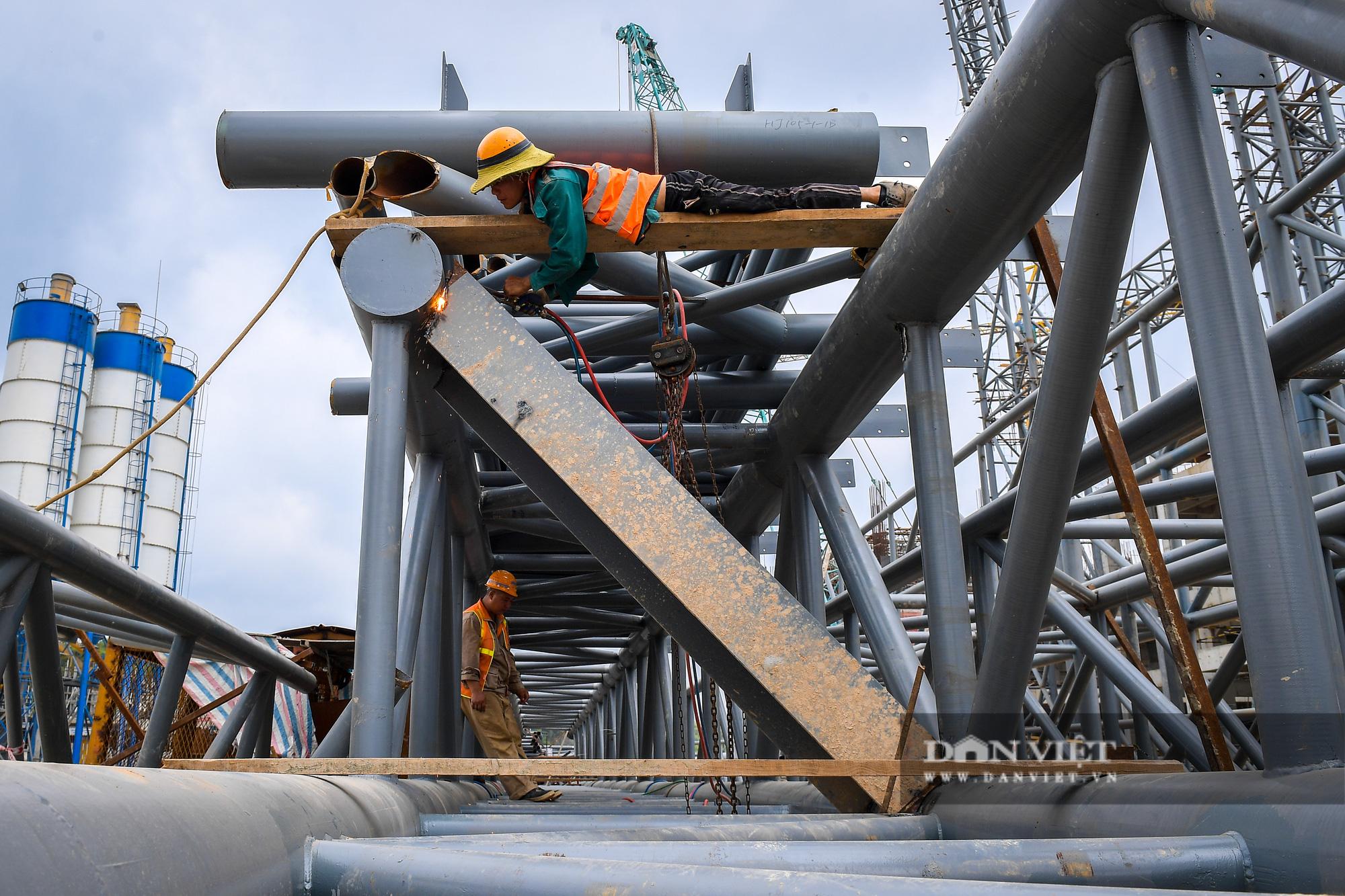 Công nhân gấp rút thi công dự án biến rác thành điện trị giá 7.000 tỷ đồng - Ảnh 3.