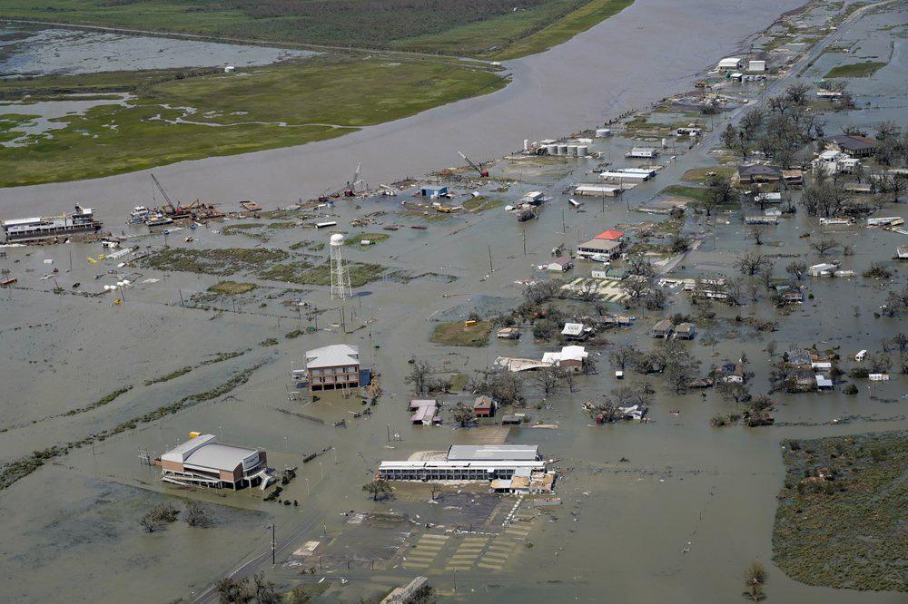 Siêu bão Laura tàn phá nặng nề trên đất Mỹ - Ảnh 4.