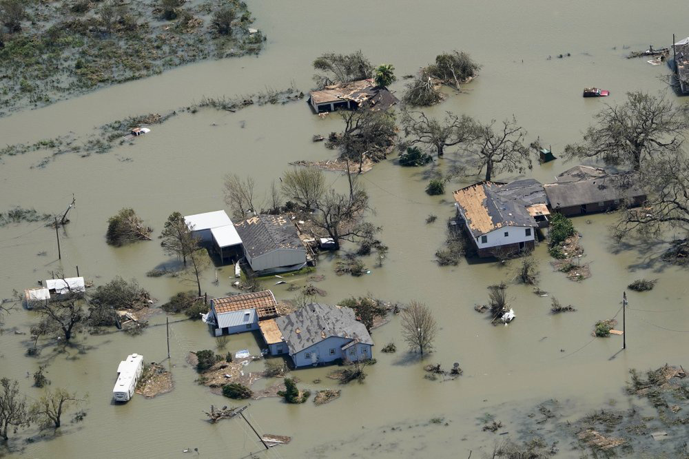 Siêu bão Laura tàn phá nặng nề trên đất Mỹ - Ảnh 5.