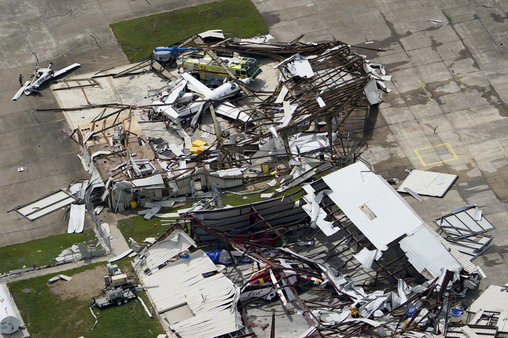 Siêu bão Laura tàn phá nặng nề trên đất Mỹ - Ảnh 6.
