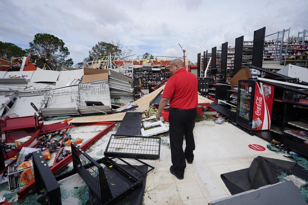 Siêu bão Laura tàn phá nặng nề trên đất Mỹ - Ảnh 7.
