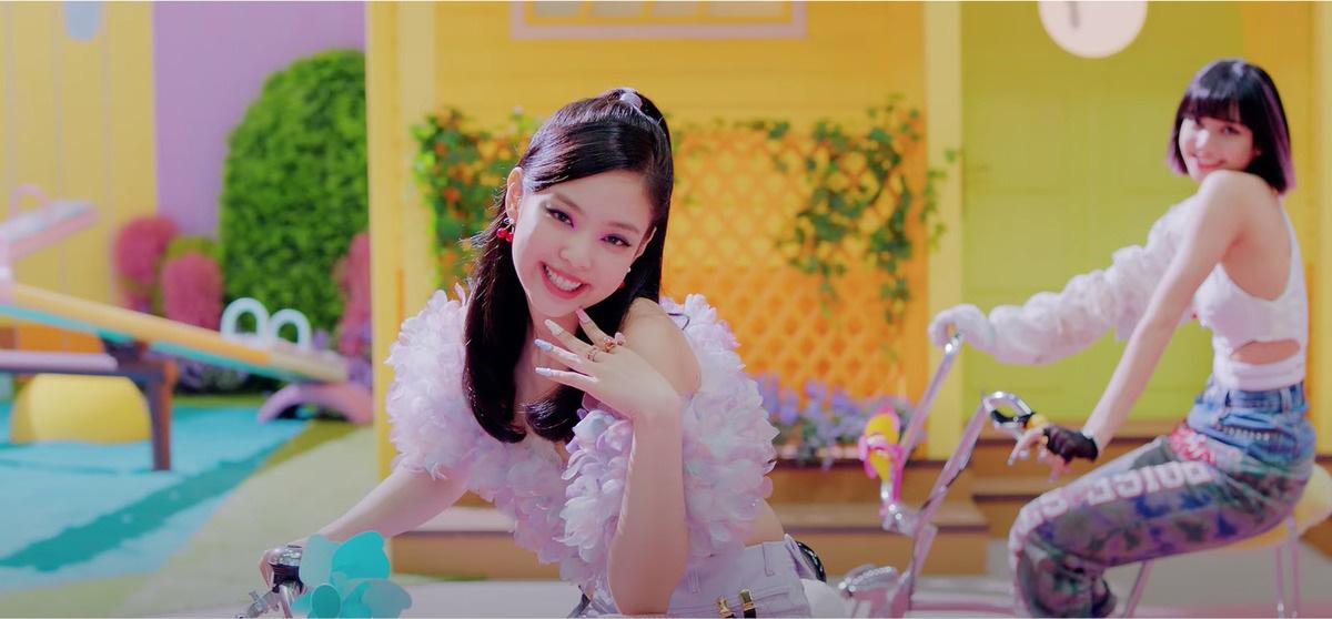 """Black Pink gây """"choáng váng"""" vì loạt đồ hiệu giá trị """"khủng"""" trong MV """"Ice Cream""""  - Ảnh 4."""