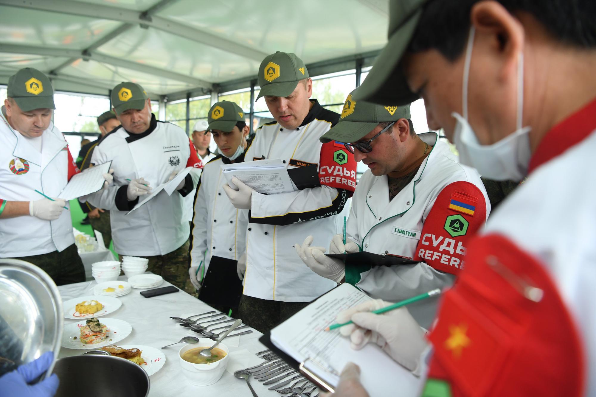 """Phồng tôm, thịt lợn quay Việt Nam """"đắt khách"""" tại Army Games 2020 - Ảnh 4."""