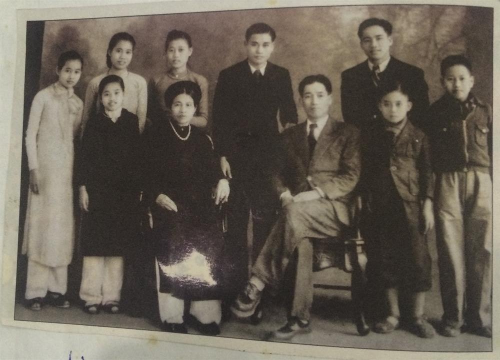 Chuyện về giáo sư Lê Thi - người phụ nữ kéo cờ trong ngày Quốc khánh 2/91945 vừa qua đời ở tuổi 95 - Ảnh 3.