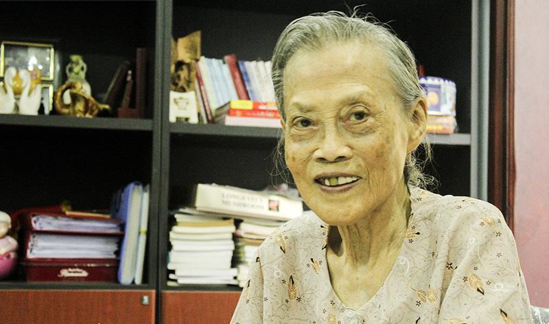 Chuyện về giáo sư Lê Thi - người phụ nữ kéo cờ trong ngày Quốc khánh 2/91945 vừa qua đời ở tuổi 95 - Ảnh 2.