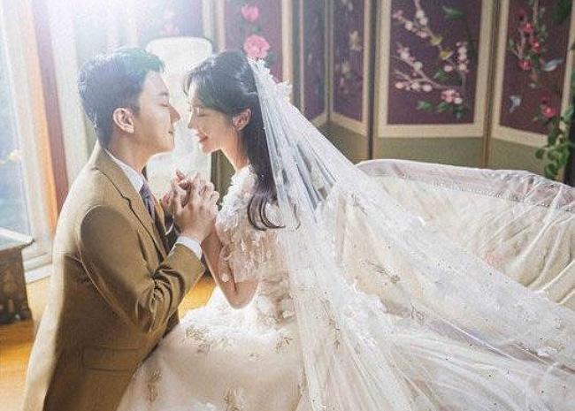 """""""Nữ hoàng cảnh nóng"""" xứ Hàn vội vã lấy chồng sau 3 tháng yêu là ai? - Ảnh 2."""