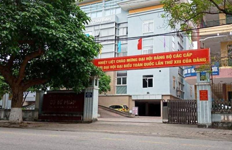 Chính thức khởi tố Phó giám đốc Trung tâm dịch vụ đấu giá tài sản Thái Bình - Ảnh 1.