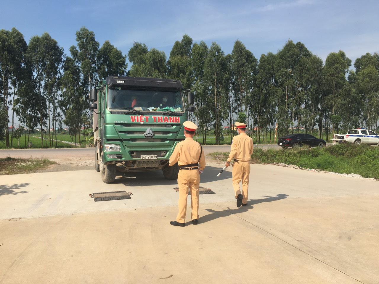 Hải Dương: Tăng cường xử lý xe quá tải qua Ninh Giang - Ảnh 5.