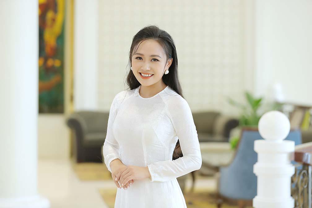 """Ca sĩ Phương Thanh bật khóc khi nói lời cám ơn bố mẹ trong ngày ra mắt """"Hương Sen dâng Người""""  - Ảnh 1."""