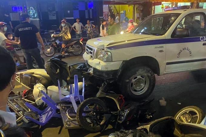 Thông tin mới nhất vụ ô tô công an phường lao vào quán nhậu ở TP.HCM - Ảnh 2.