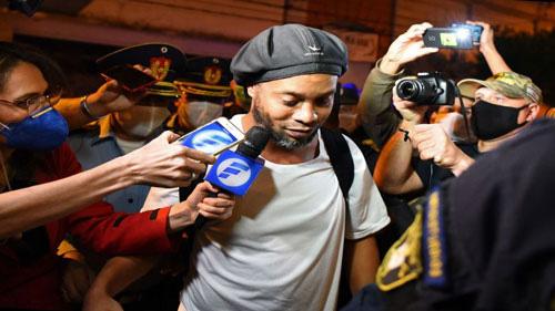 Ronaldinho sắp được trả tự do?