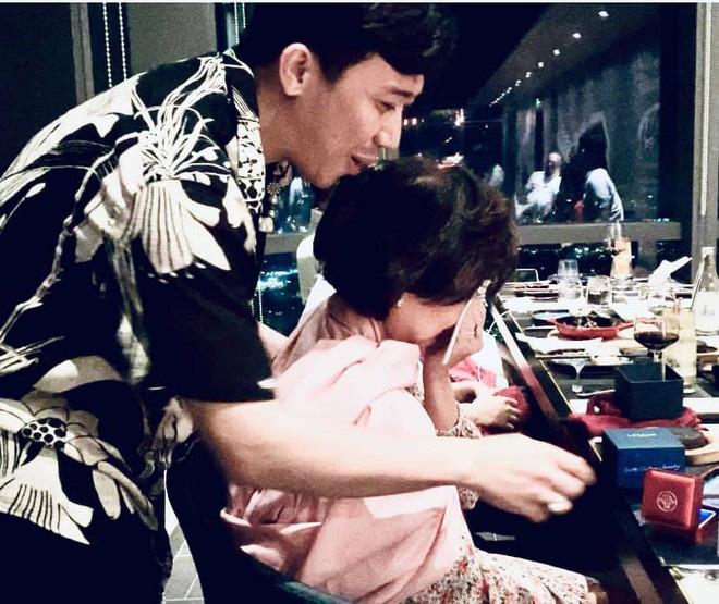 Hé lộ mối quan hệ bất ngờ giữa Hari Won và mẹ chồng - Ảnh 2.