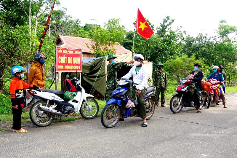"""Quảng Bình: Chuyện """"ăn lá ngủ rừng"""" chống Covid-19 trên tuyến biên giới Việt-Lào - Ảnh 2."""