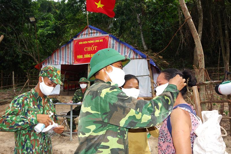 """Quảng Bình: Chuyện """"ăn lá ngủ rừng"""" chống Covid-19 trên tuyến biên giới Việt-Lào - Ảnh 4."""