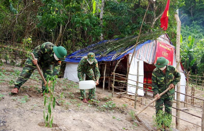 """Quảng Bình: Chuyện """"ăn lá ngủ rừng"""" chống Covid-19 trên tuyến biên giới Việt-Lào - Ảnh 10."""