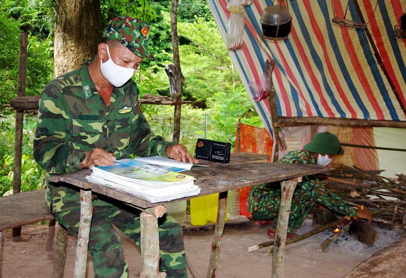 """Quảng Bình: Chuyện """"ăn lá ngủ rừng"""" chống Covid-19 trên tuyến biên giới Việt-Lào - Ảnh 12."""