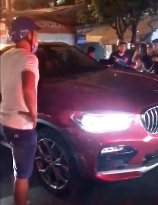Xử lý thế nào vụ nữ lái xe ô tô BMW gây tai nạn rồi bỏ chạy - Ảnh 1.