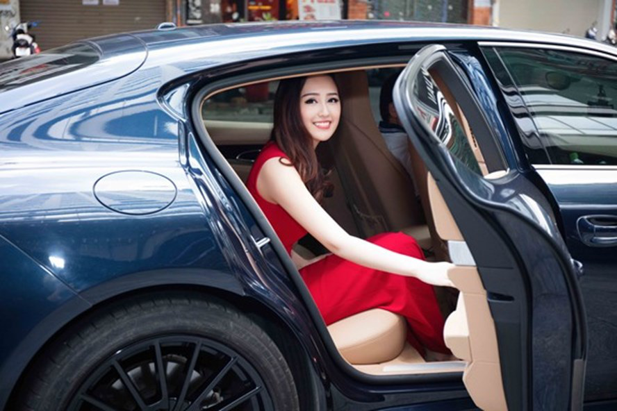 Có tài sản khủng, Mai Phương Thúy vẫn chuộng xế bình dân Mitsubishi Grandis  - Ảnh 2.
