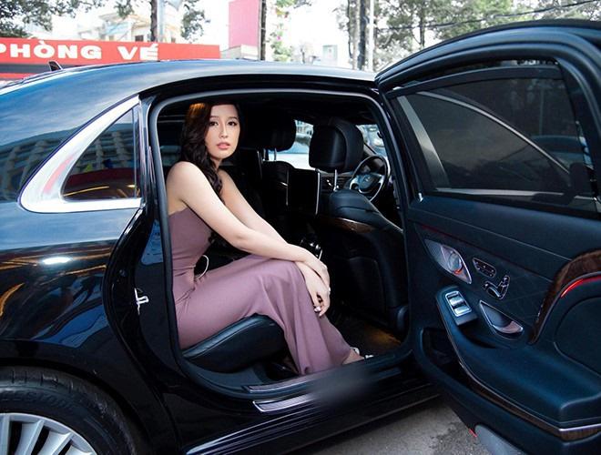 Có tài sản khủng, Mai Phương Thúy vẫn chuộng xế bình dân Mitsubishi Grandis  - Ảnh 1.