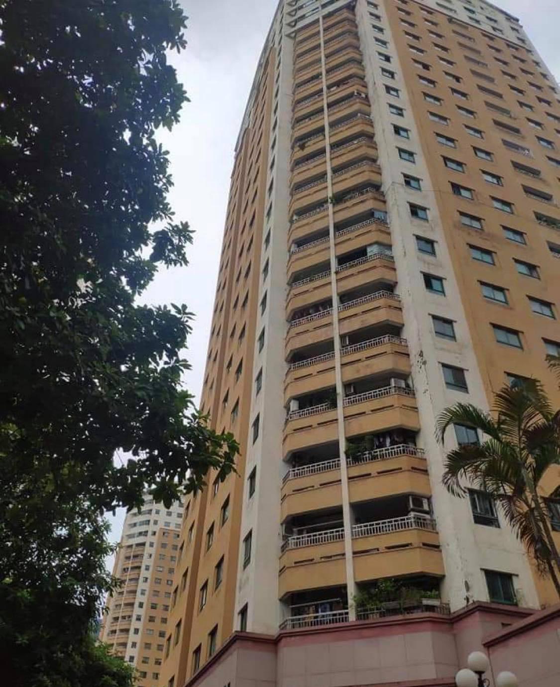Hà Nội: Bố mẹ đi vắng, bé gái 6 tuổi rơi từ tầng 12 chung cư xuống đất tử vong - Ảnh 1.