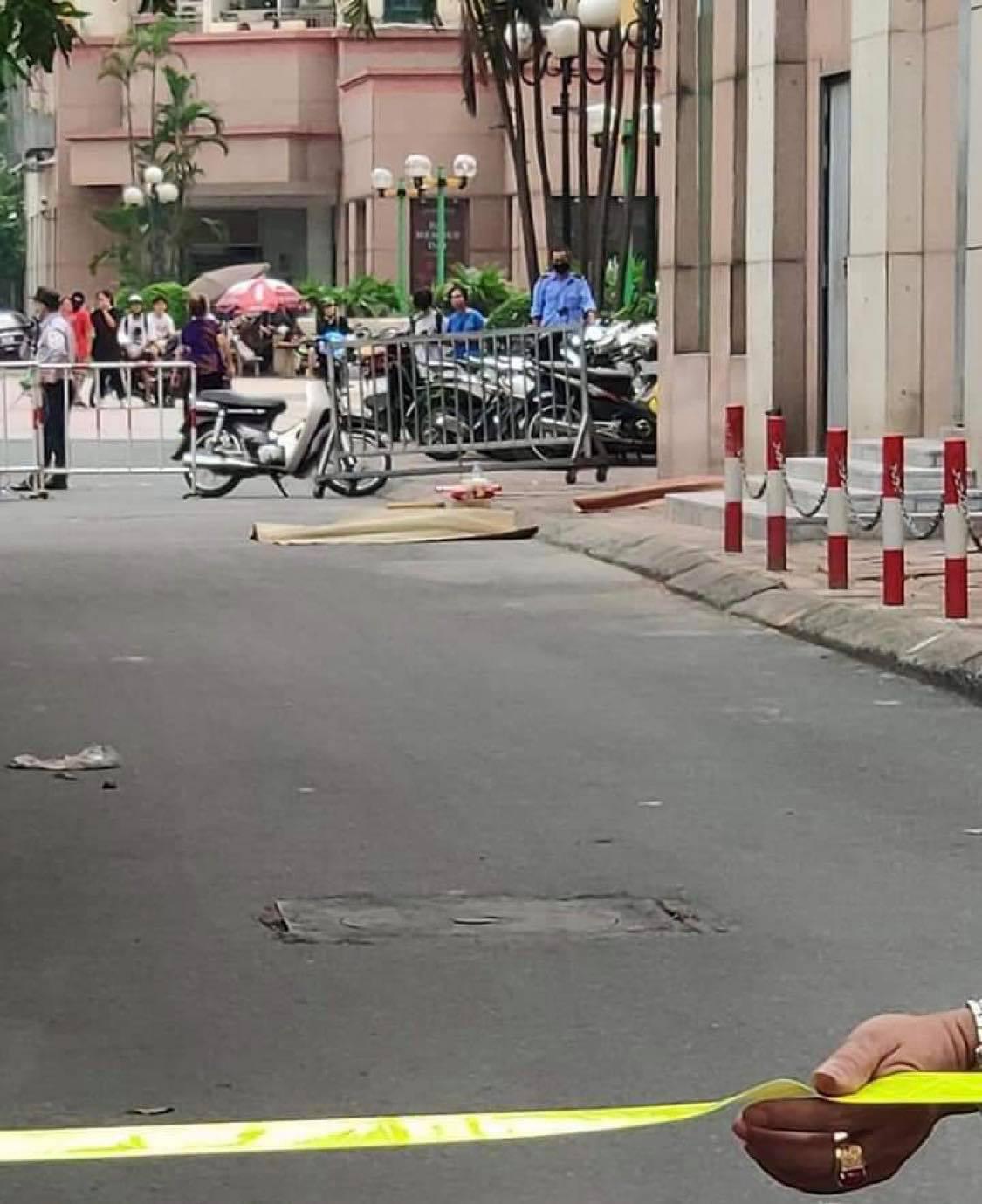 Hà Nội: Bố mẹ đi vắng, bé gái 6 tuổi rơi từ tầng 12 chung cư xuống đất tử vong - Ảnh 2.