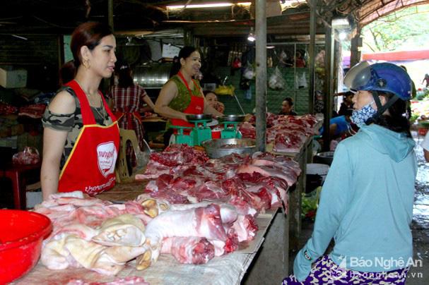 Giá lợn hơi nhiều nơi lao dốc, ở đây có loại thịt lợn giữ giá kỷ lục 200.000 đồng/kg - Ảnh 4.