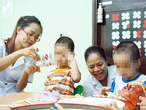Tăng cường đào tạo nghề công tác xã hội trợ giúp trẻ tự kỷ - Ảnh 3.