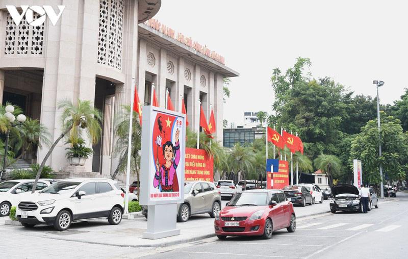 Ảnh: Thủ đô Hà Nội rực màu cờ Tổ quốc chào đón Quốc khánh 2/9 - Ảnh 11.