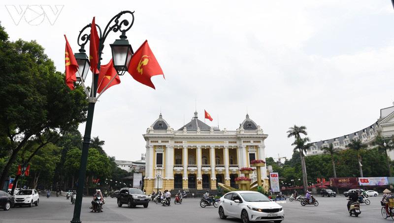 Ảnh: Thủ đô Hà Nội rực màu cờ Tổ quốc chào đón Quốc khánh 2/9 - Ảnh 9.