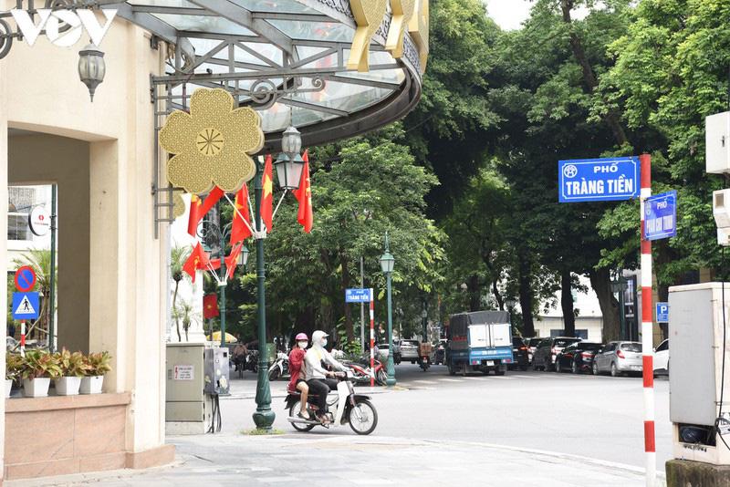 Ảnh: Thủ đô Hà Nội rực màu cờ Tổ quốc chào đón Quốc khánh 2/9 - Ảnh 8.