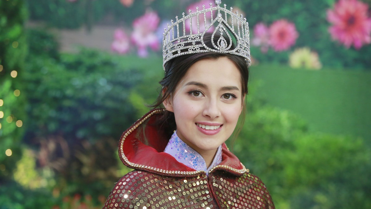 """Tân Hoa hậu Hong Kong giống """"mỹ nhân đẹp nhất Philippines"""" Marian Rivera: Lộ ảnh ngấn mỡ, bị chê lùn - Ảnh 1."""