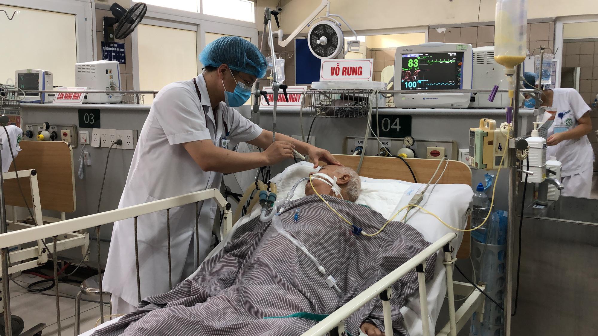 Bệnh nhân liệt hoàn toàn vì ăn pate Minh Chay, thêm nhiều người lo sợ ngộ độc đến khám - Ảnh 2.