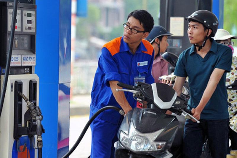 Phạt tiền từ 30-50 triệu đồng đối với hành vi tự ý điều chỉnh giá bán lẻ xăng dầu - Ảnh 1.