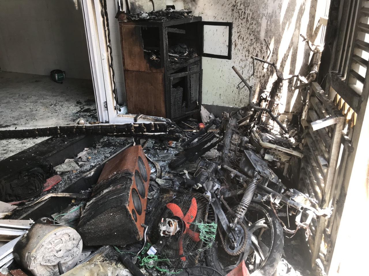 Nghi án mua xăng về tự phóng hỏa đốt cả 5 người trong nhà - Ảnh 2.