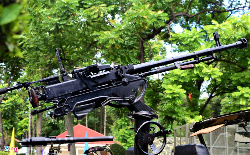 Quân khu 7 giới thiệu vũ khí: Trình diễn súng bắn hạ thiết bị bay không người lái - Ảnh 6.