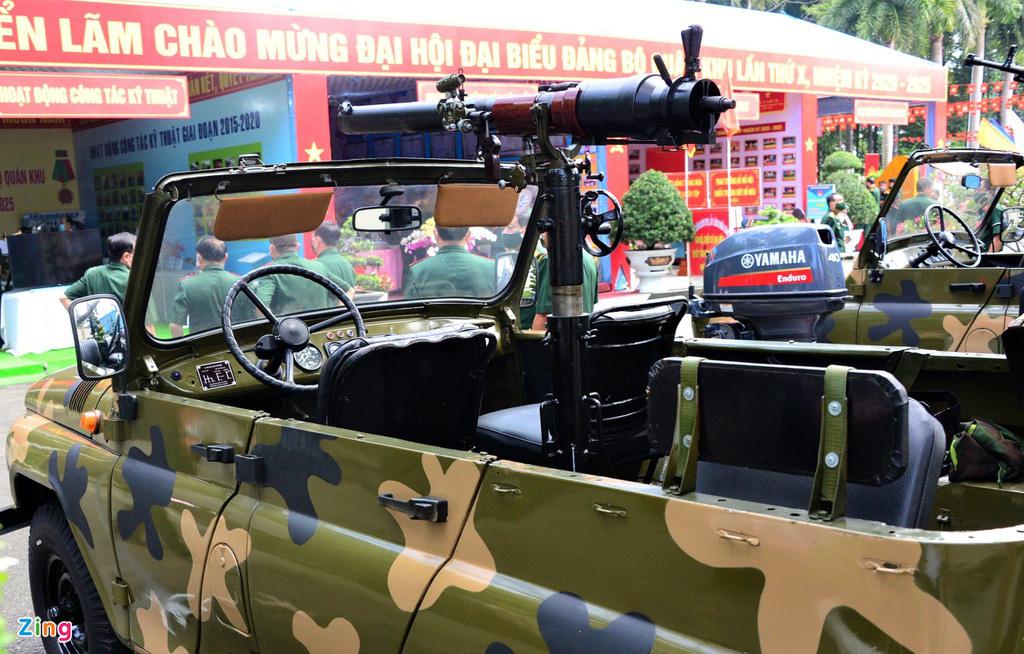 Quân khu 7 giới thiệu vũ khí: Trình diễn súng bắn hạ thiết bị bay không người lái - Ảnh 7.
