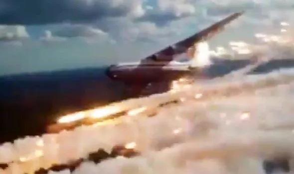 Video Nga khoe sức mạnh không quân hoành tráng như phim hành động Hollywood  - Ảnh 3.