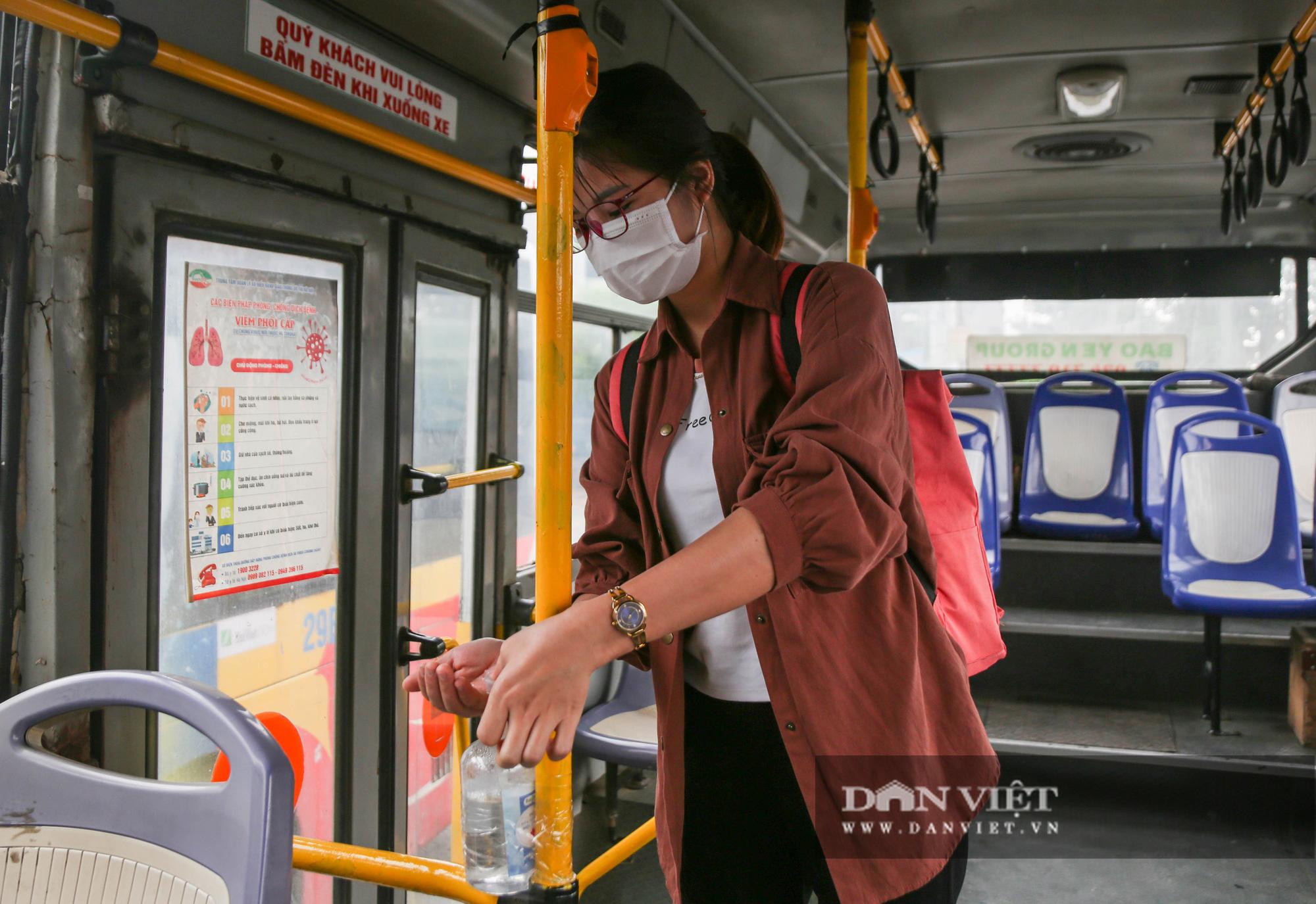Các bến xe tại Hà Nội dùng biện pháp gì để phòng chống dịch Covid-19   - Ảnh 12.