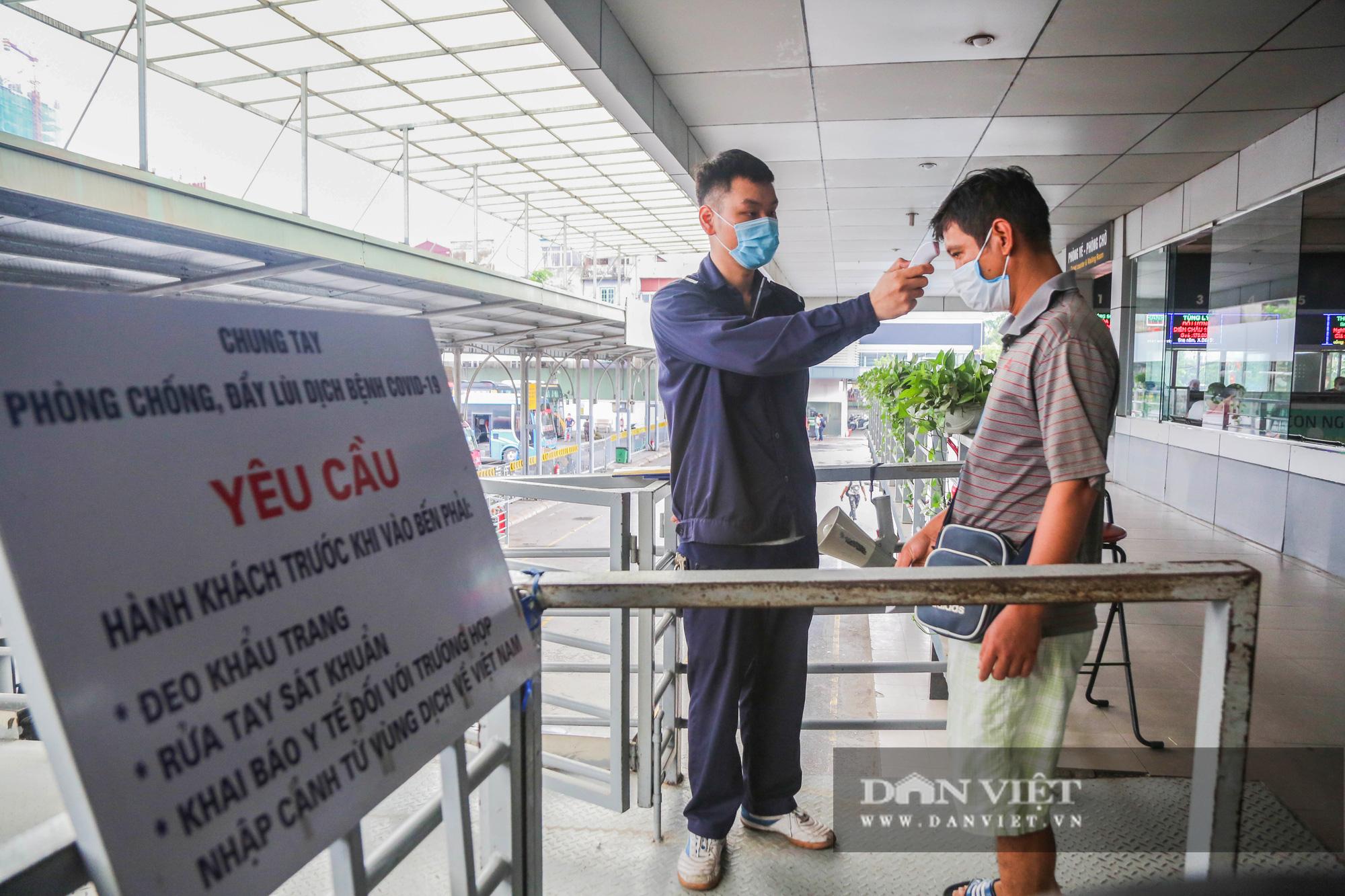 Các bến xe tại Hà Nội dùng biện pháp gì để phòng chống dịch Covid-19   - Ảnh 10.