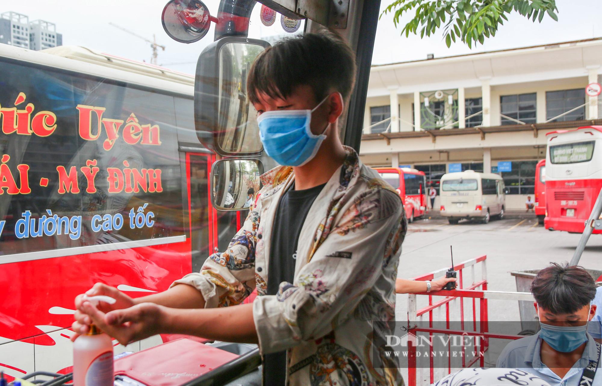 Các bến xe tại Hà Nội dùng biện pháp gì để phòng chống dịch Covid-19   - Ảnh 6.