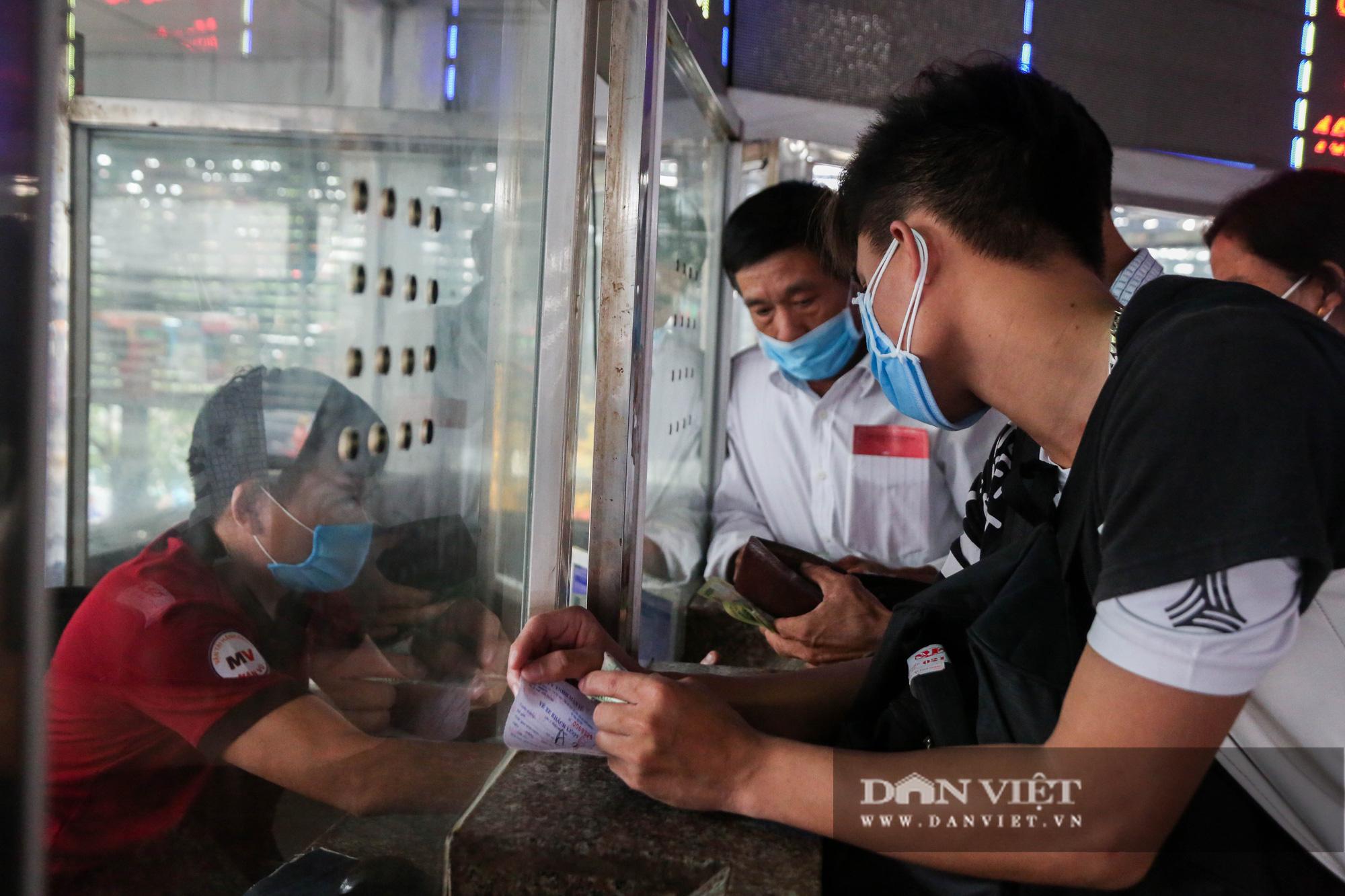 Các bến xe tại Hà Nội dùng biện pháp gì để phòng chống dịch Covid-19   - Ảnh 11.
