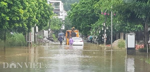 Phú Thọ: Mưa lớn, 4 xã bị cô lập, TP.Việt Trì ngập sâu - Ảnh 2.