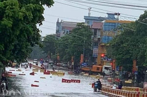 Phú Thọ: Mưa lớn, 4 xã bị cô lập, TP.Việt Trì ngập sâu - Ảnh 3.