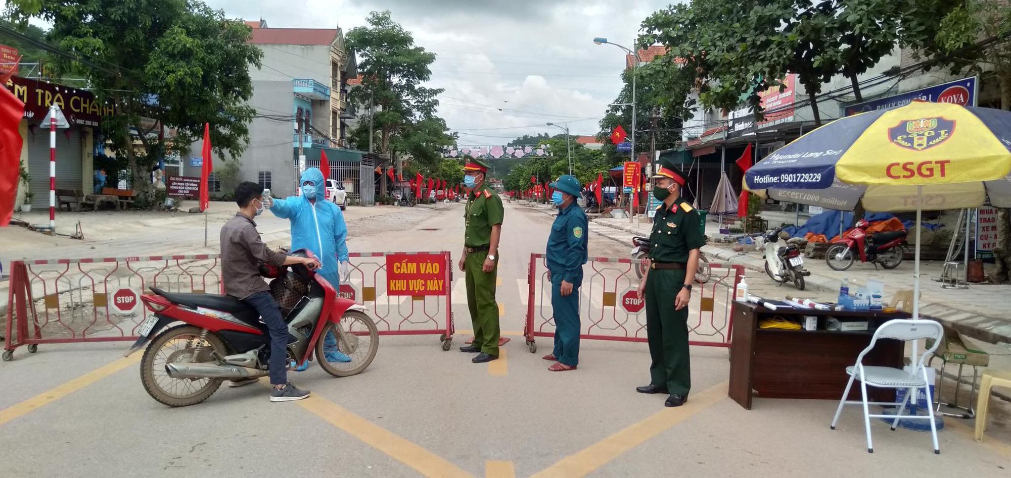 4 ca dương tính, Lạng Sơn lập 3 chốt kiểm dịch tại cửa ngõ huyện Đình Lập - Ảnh 1.