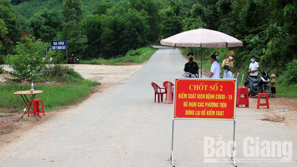 Phát hiện ca Covid-19 mới, Lạng Sơn, Bắc Giang lập chốt kiểm dịch ngay cửa ngõ - Ảnh 5.