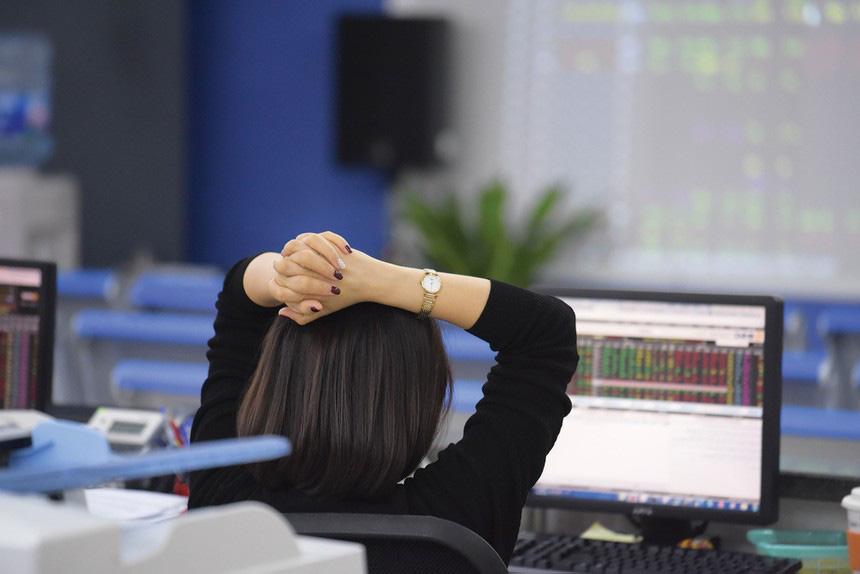 Thị trường chứng khoán 5/8: Xuất hiệp nhịp điều chỉnh - Ảnh 1.