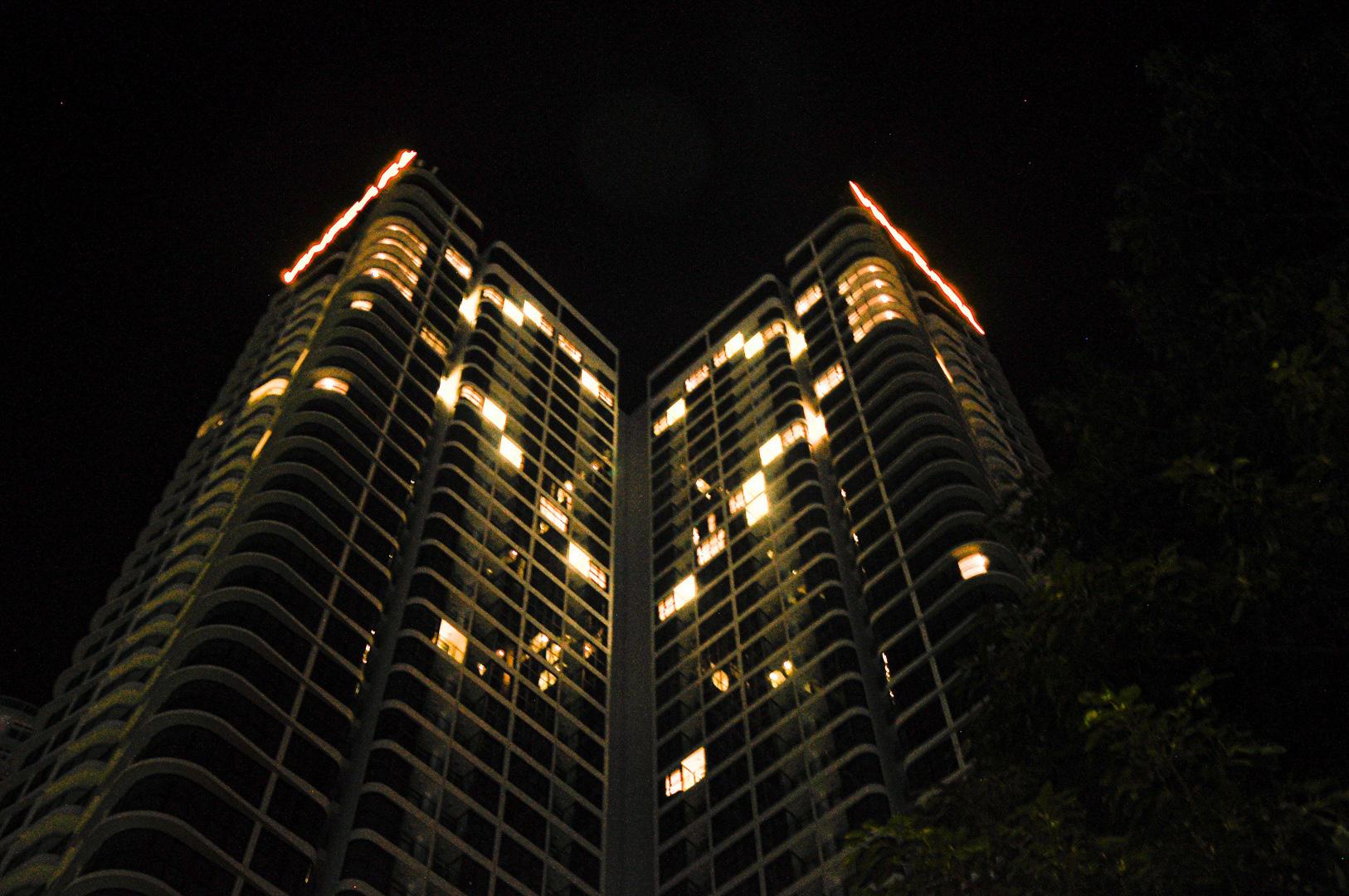 Đà Nẵng: Khách sạn đồng loạt lên đèn hình trái tim giữa mùa dịch Covid-19 - Ảnh 3.