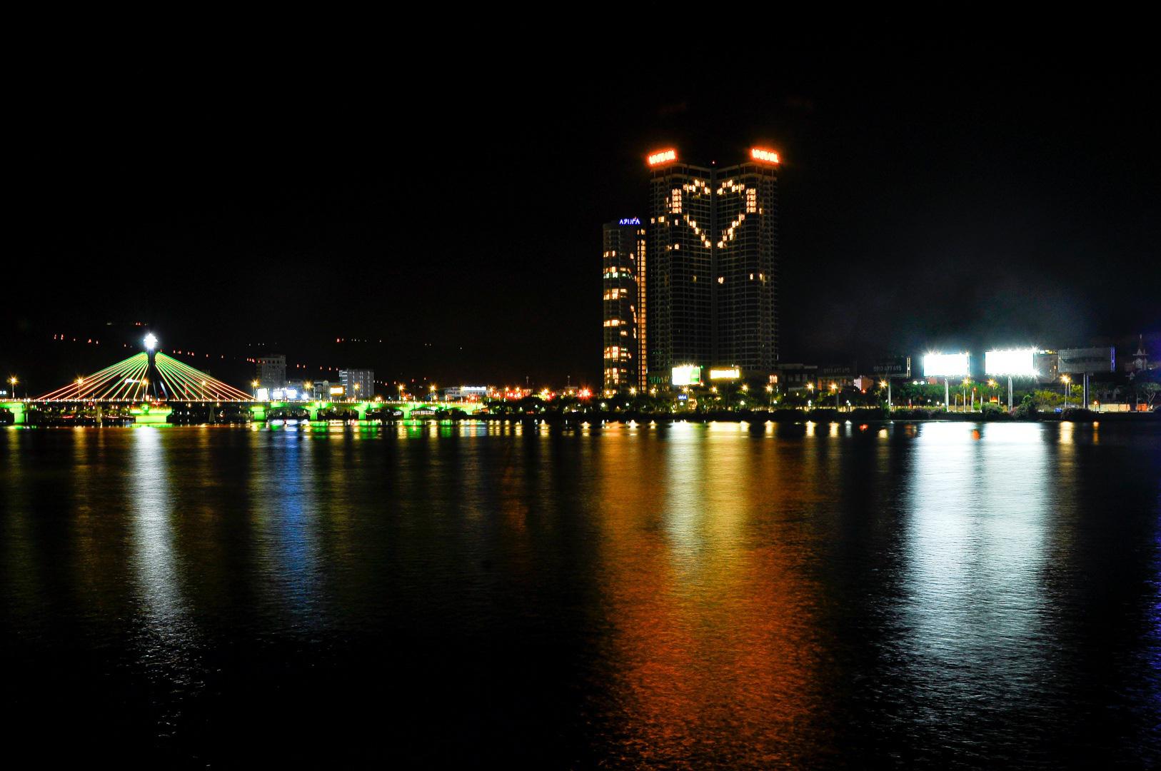 Đà Nẵng: Khách sạn đồng loạt lên đèn hình trái tim giữa mùa dịch Covid-19 - Ảnh 6.