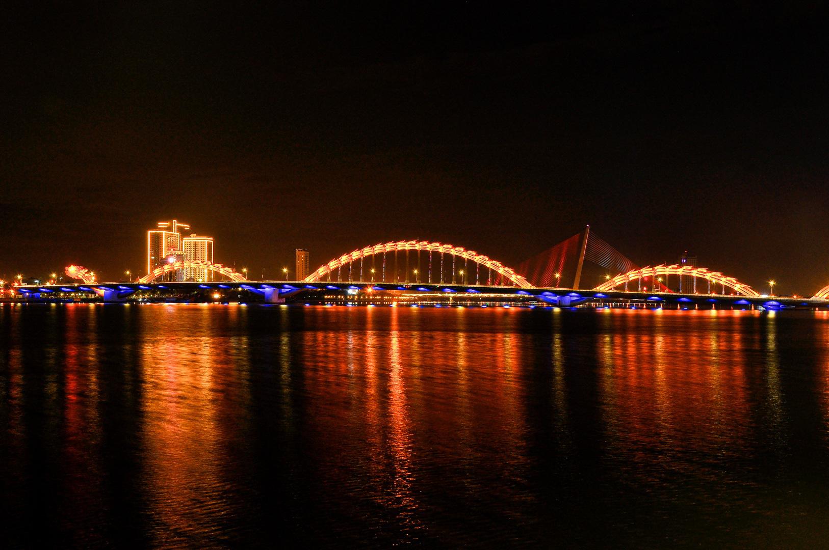 Đà Nẵng: Khách sạn đồng loạt lên đèn hình trái tim giữa mùa dịch Covid-19 - Ảnh 7.