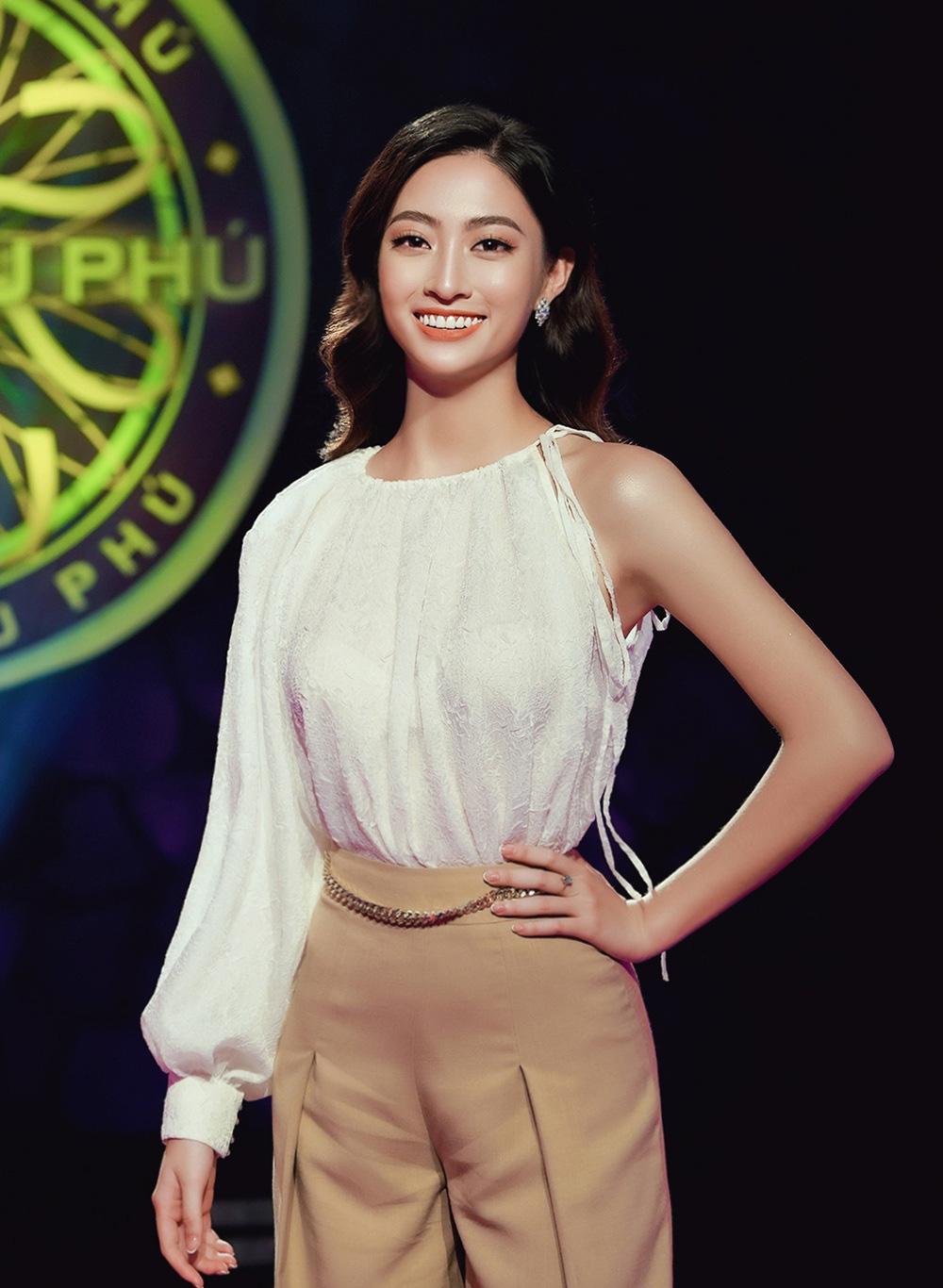"""Clip Hoa hậu Lương Thùy Linh trả lời đúng 7 câu hỏi liên tiếp """"Ai là triệu phú"""", fan ngưỡng mộ - Ảnh 2."""